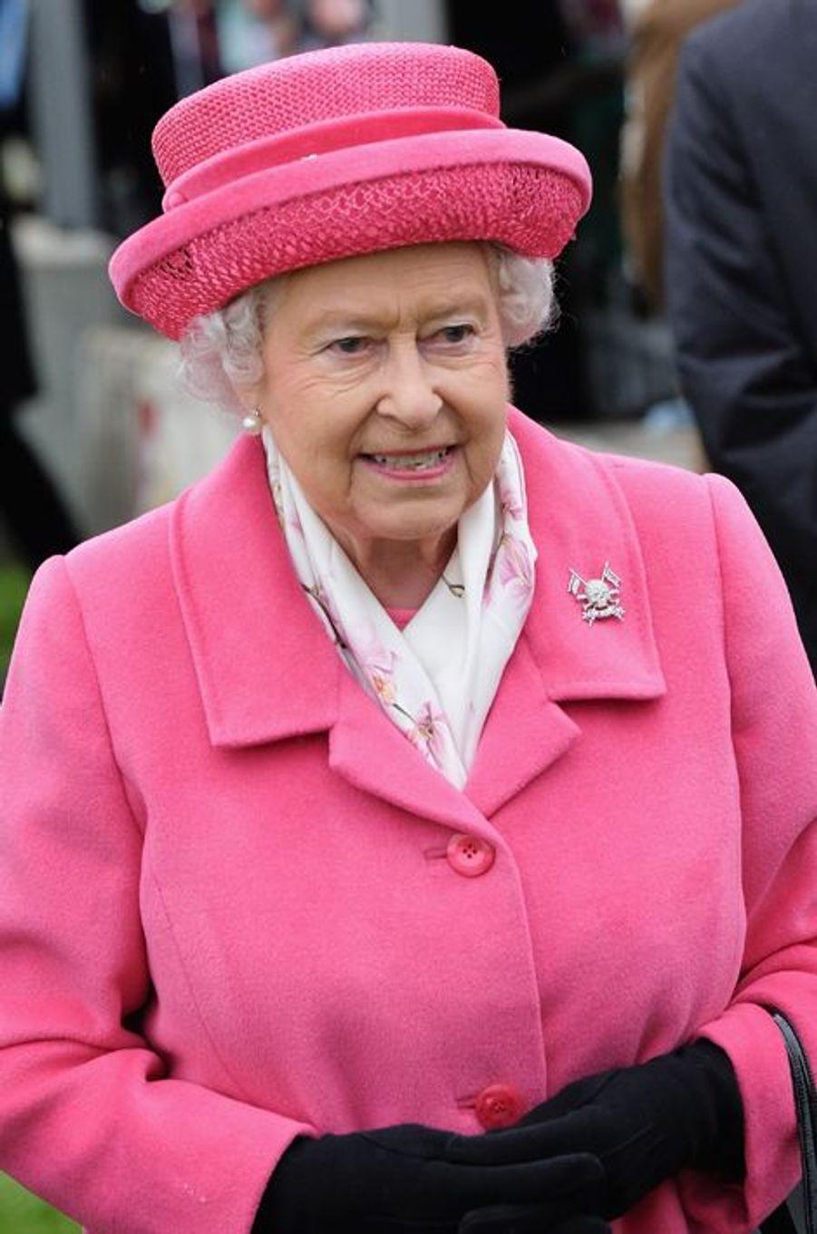 La reine Elizabeth II au château de Richmond, le 2 mai 2015