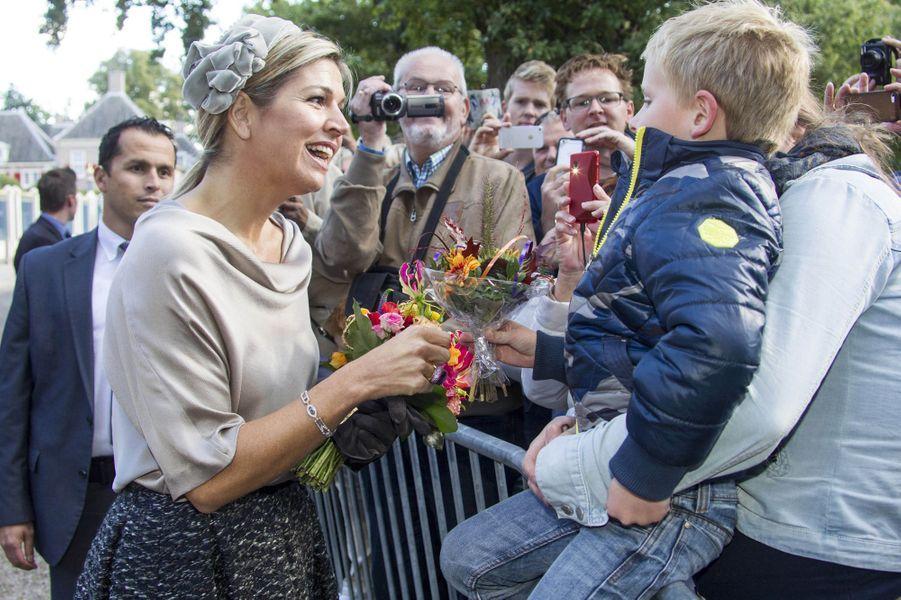 La reine Maxima des Pays-Bas très souriante à Apeldoorn, le 5 octobre 2016
