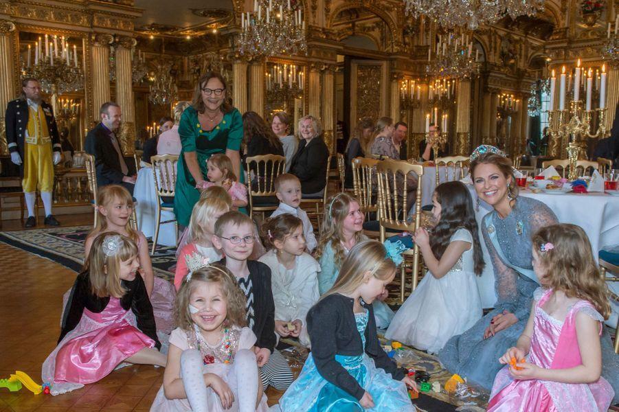 Les princesses Madeleine et Leonore de Suède au Palais royal à Stockholm, le 22 février 2016
