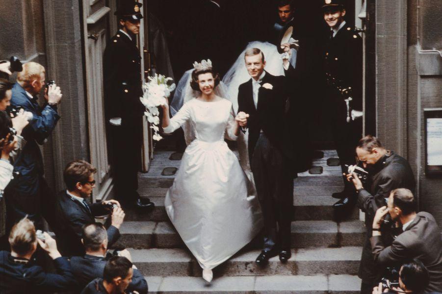 La princesse Désirée de Suède et le baron Niclas Silfverschiöld lors de leurs mariage, le 5 juin 1964