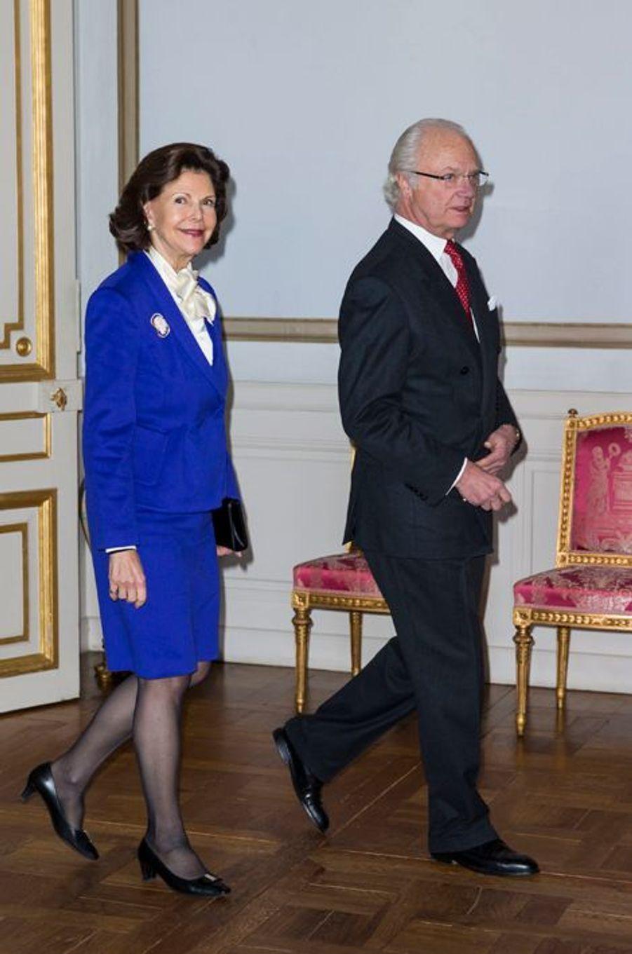 La reine Silvia et le roi Carl XVI Gustaf de Suède au Palais royal à Stockholm le 22 janvier 2016