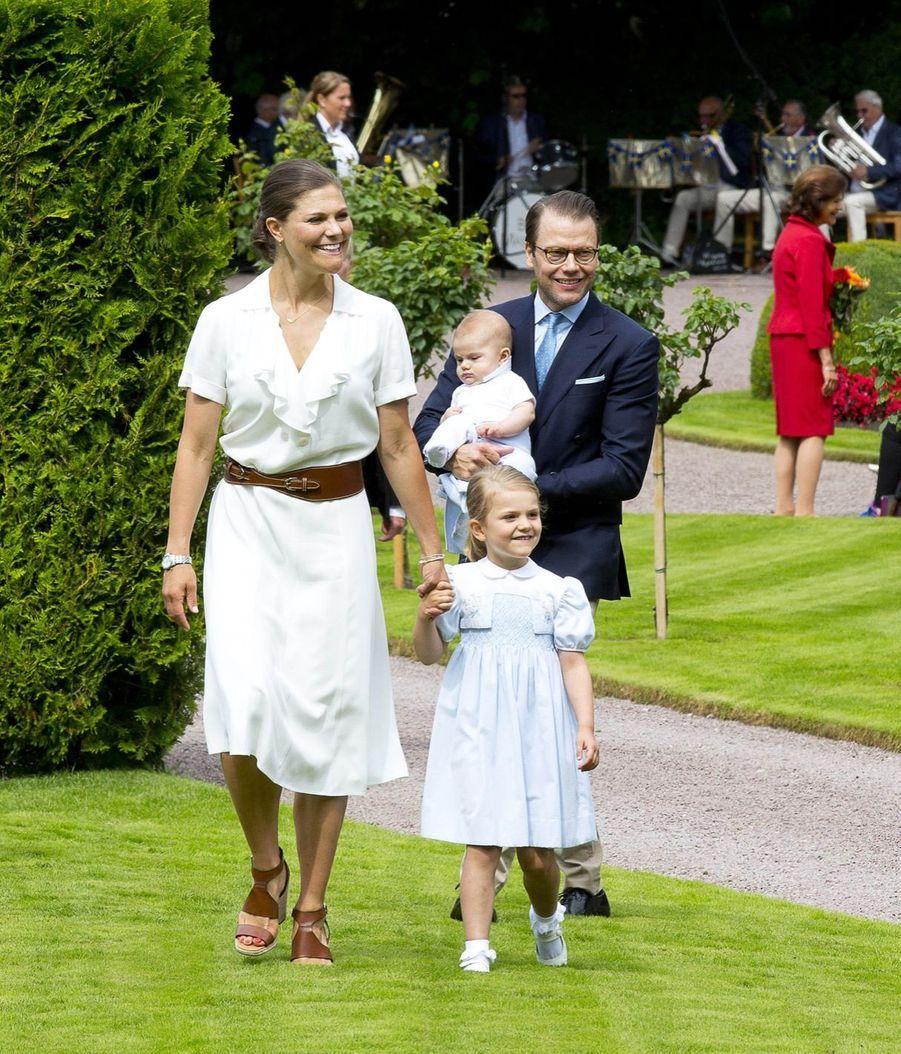 Le prince Oscar vole la vedette à sa mère, le jour de son anniversaire