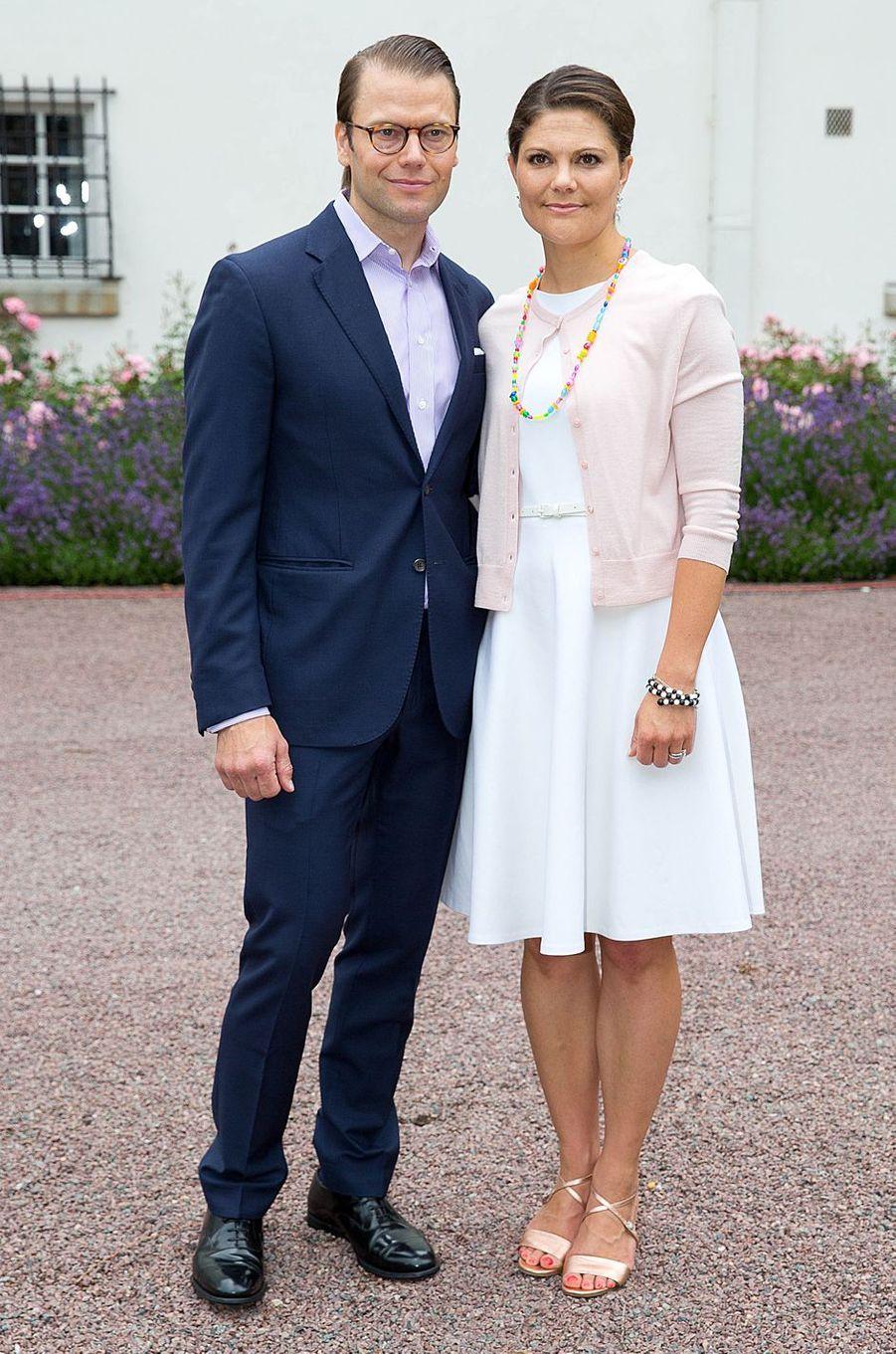 La princesse Victoria de Suède le jour de ses 37 ans avec le prince consort Daniel, le 14 juillet 2014