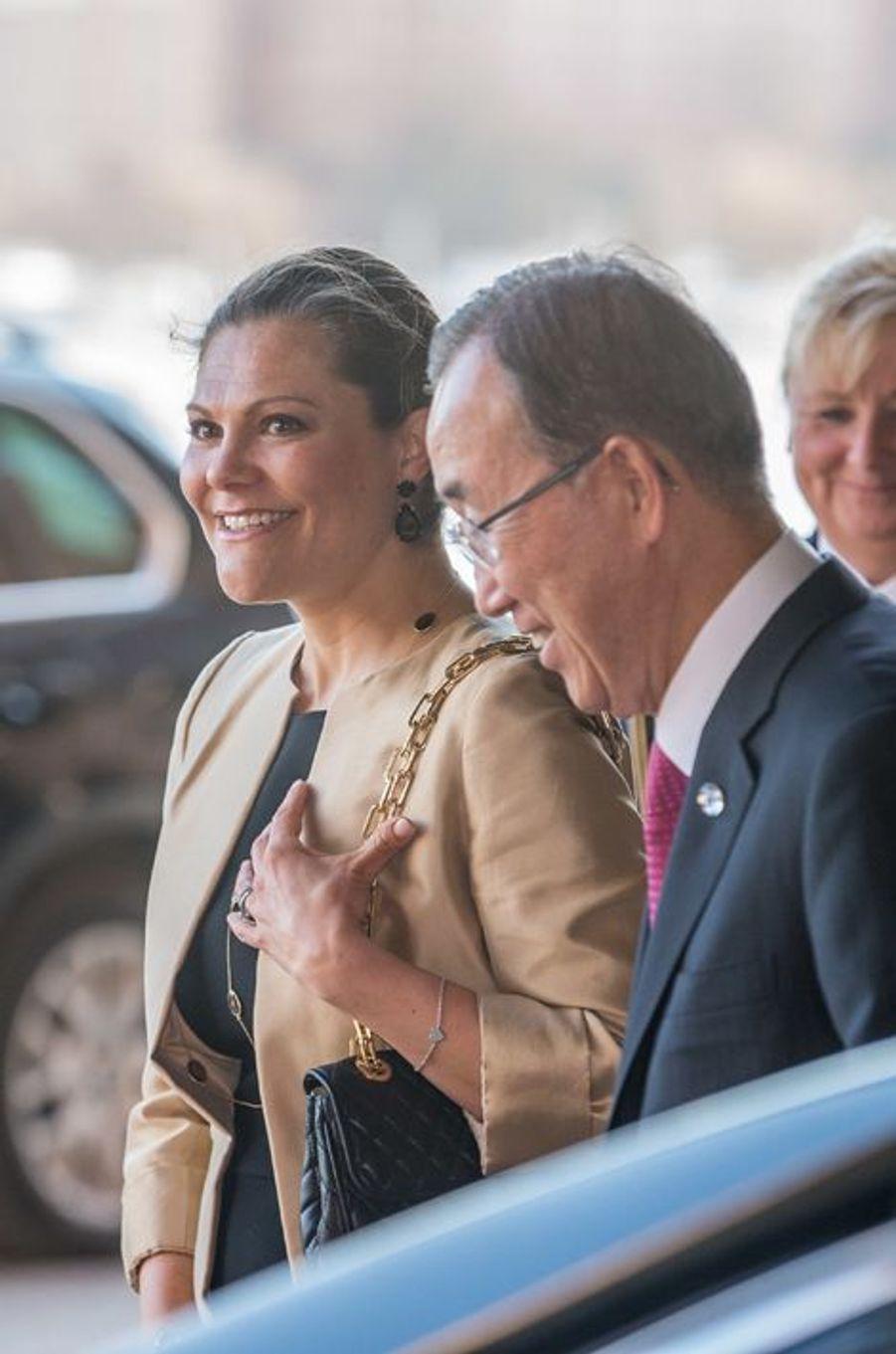 La princesse Victoria de Suède avec Ban Ki-moon à Stockholm, le 30 mars 2016