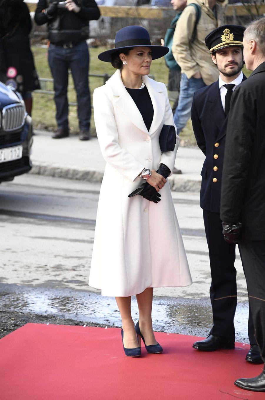La princesse héritière Victoria et le prince Carl Philip de Suède avec le président finlandais Sauli Niinistö à Stockholm, le 13 mars 2017