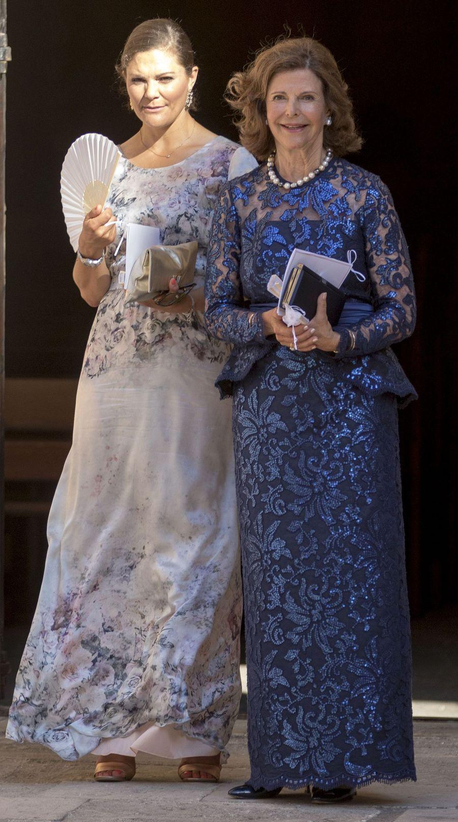 La princesse Victoria et la reine Silvia de Suède au mariage de leur nièce et cousine Helena Christina Sommerlath à Palma de Majorque, le 5 août 2017