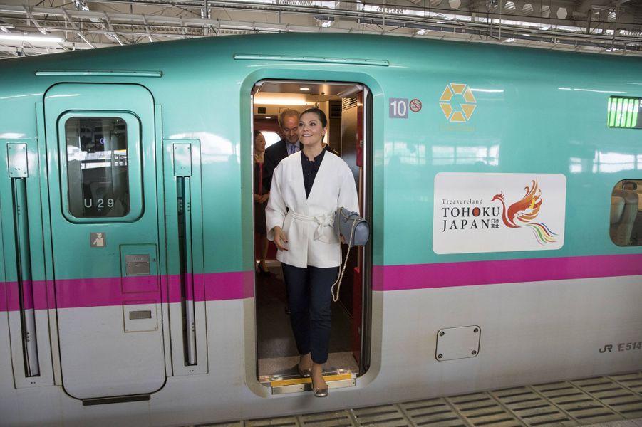 La princesse Victoria de Suède arrive à la gare de Sendai au Japon, le 21 avril 2017