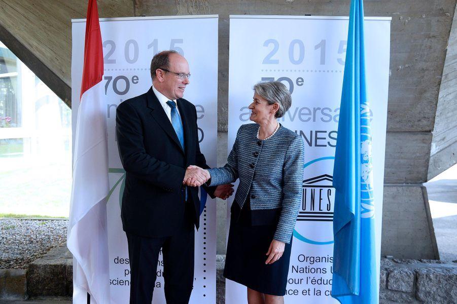 Le prince Albert II de Monaco avec Irina Bokova, directrice générale de l'Unesco, à Paris le 8 juin 2015
