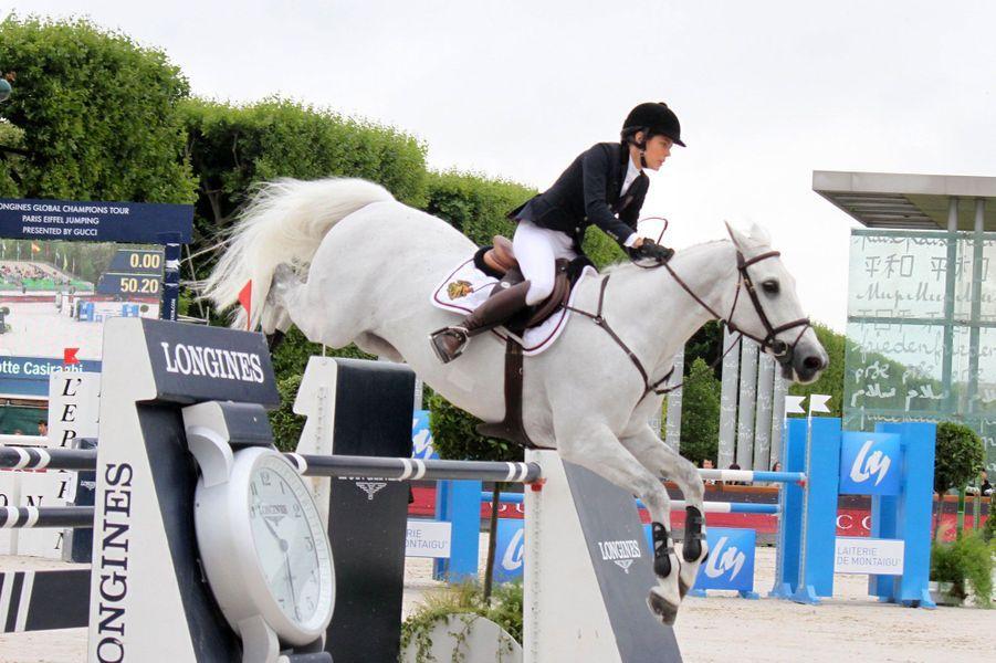 Au Paris Eiffel Jumping, Charlotte Casiraghi rayonne