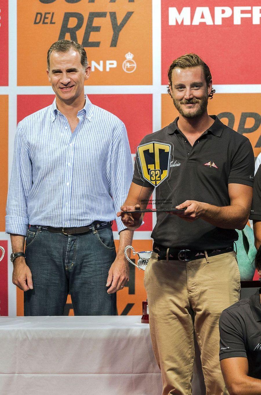 Felipe d'Espagne félicite Pierre Casiraghi