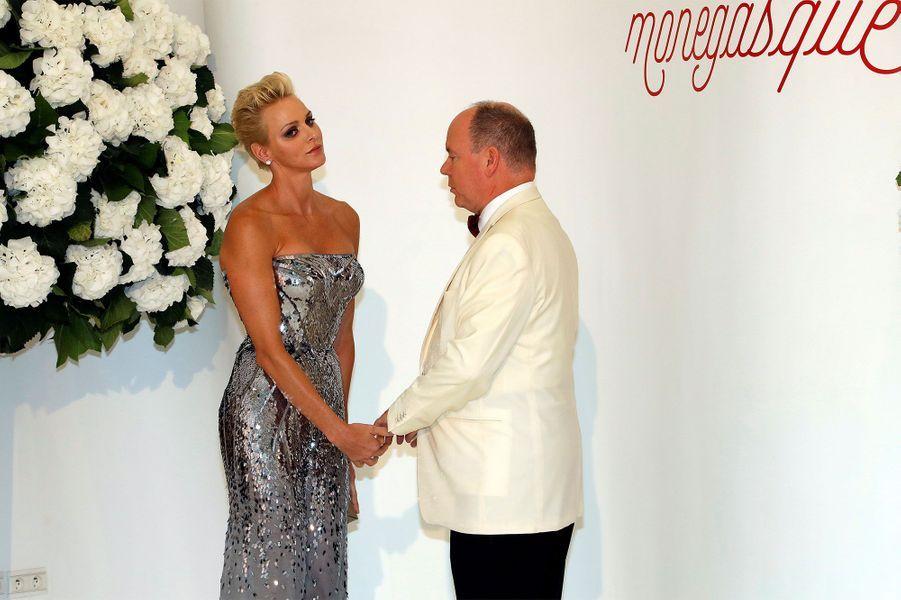 Charlène et Albert II de Monaco au Gala de la Croix-Rouge.