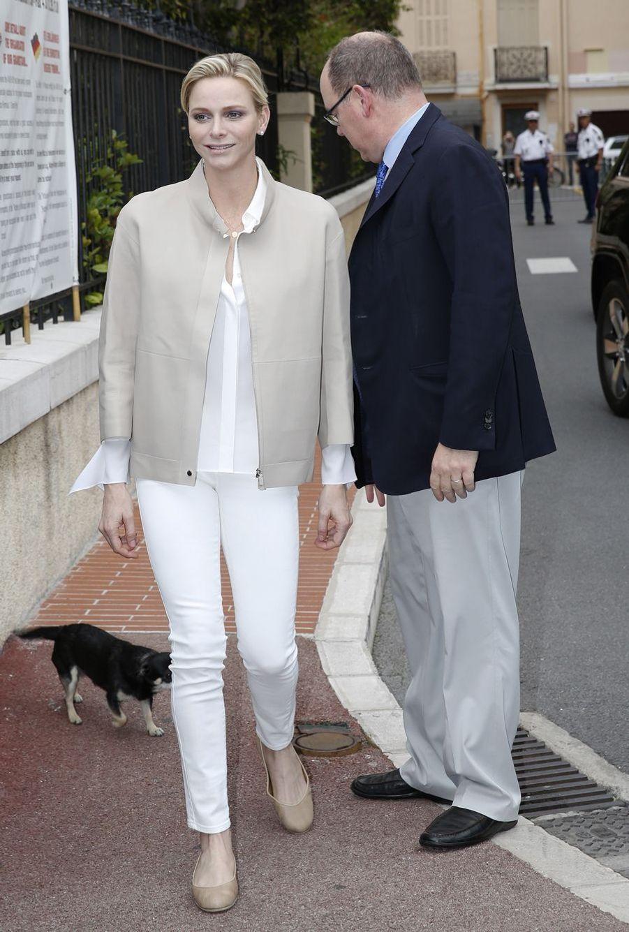 Le couple princier auprès des handicapés