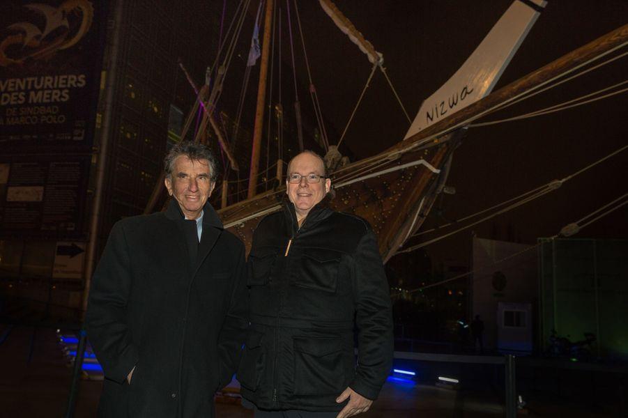 """Le Prince Albert De Monaco Visite L'exposition """"Aventuriers Des Mers"""" À L'Institut Du Monde Arabe 12"""