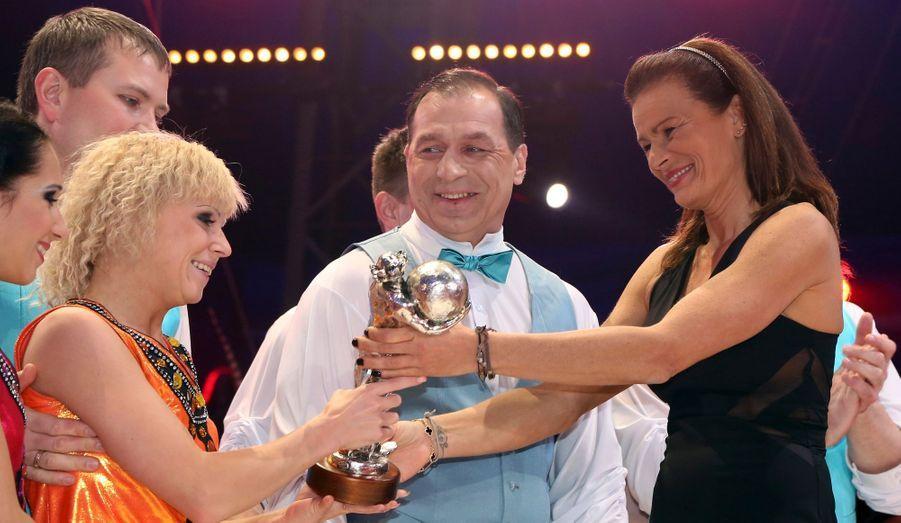 """La troupe Grechushkin de Russie reçoit le prix """"Silver Clown"""" de la princesse Stéphanie de Monaco"""