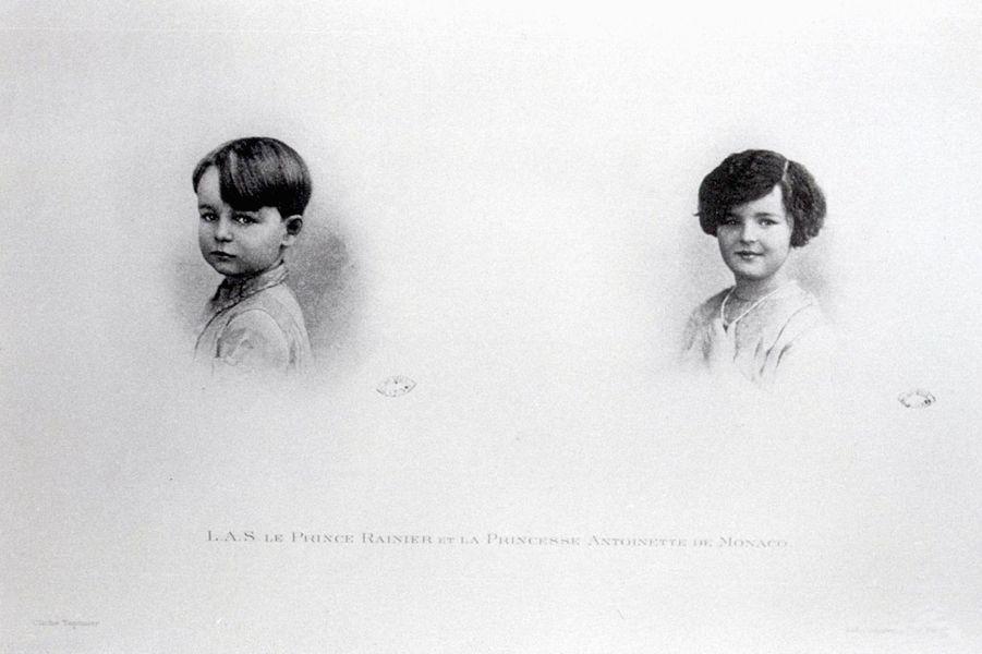 Le prince Rainier enfant avec sa soeur la princesse Antoinette, photo non datée