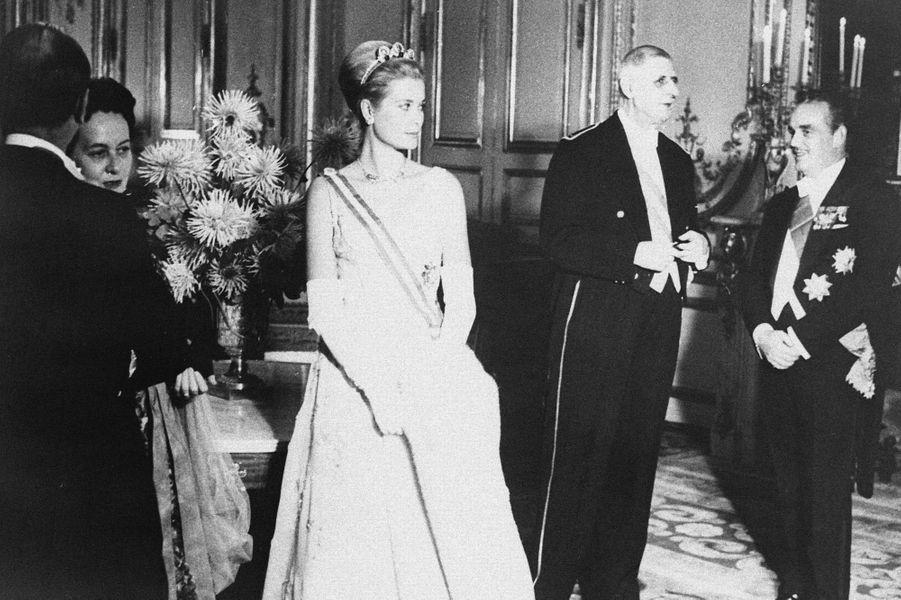 Le 12 octobre 1959, la Princesse Grace de Monaco et le Prince Rainier sont reçus à l'Elysée par Charles de Gaulle.