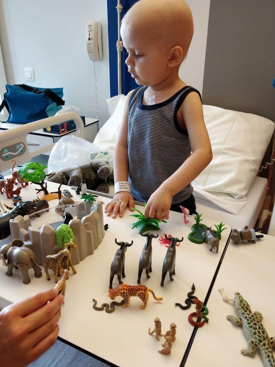 Felix, 3 ans, parrain de l'éléphanteau Ta Wan