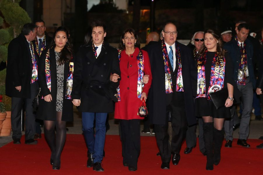 La princesse Stéphanie et le prince Albert II de Monaco, avec Louis, Marie et Camille au festival du Cirque de Monte-Carlo, à Monaco le 24 janvier 2017