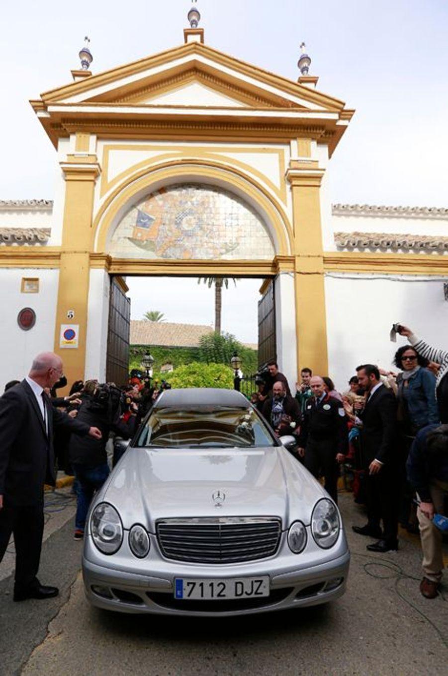 La dépouille mortelle de Cayetana quitte son palais de la Dueñas à Séville, le 20 novembre 2014