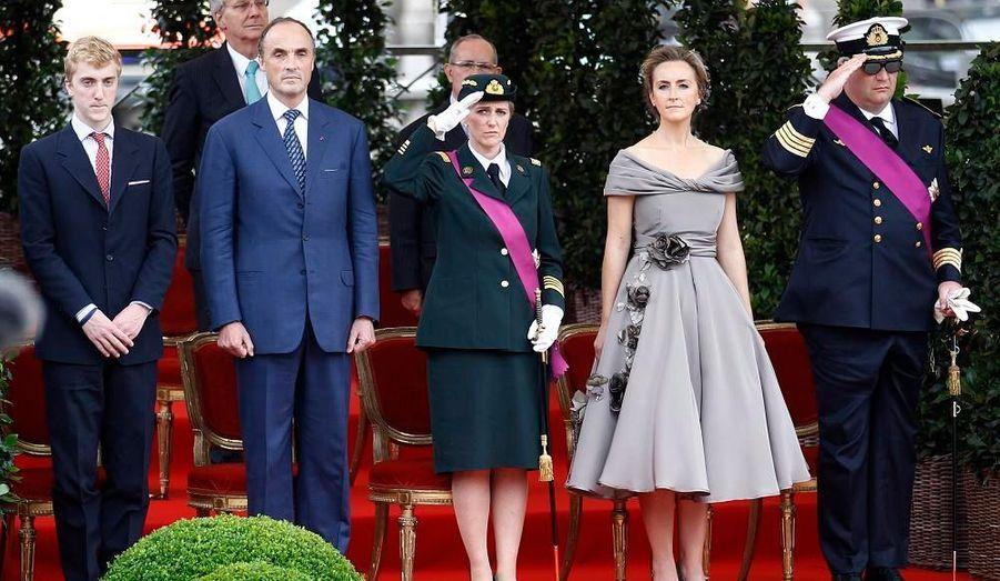 A gauche se trouve Amedeo, le film du prince Lorenz, à côté de lui. Puis Astrid, fille du roi et de la reine. Enfin, la princesse Claire et le prince Laurent.
