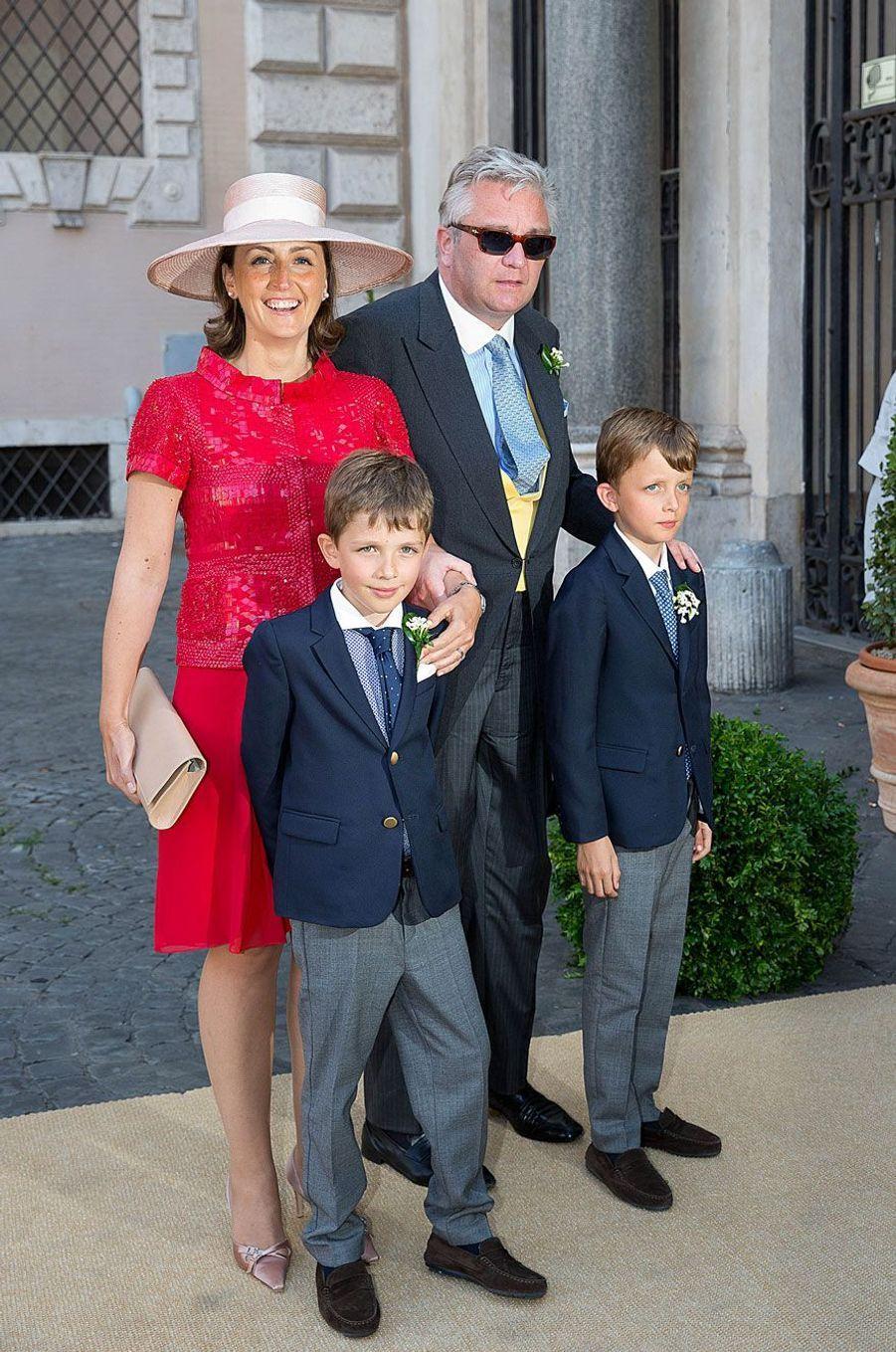 Laurent de Belgique avec la princesse Claire et les princes Nicolas et Aymeric.