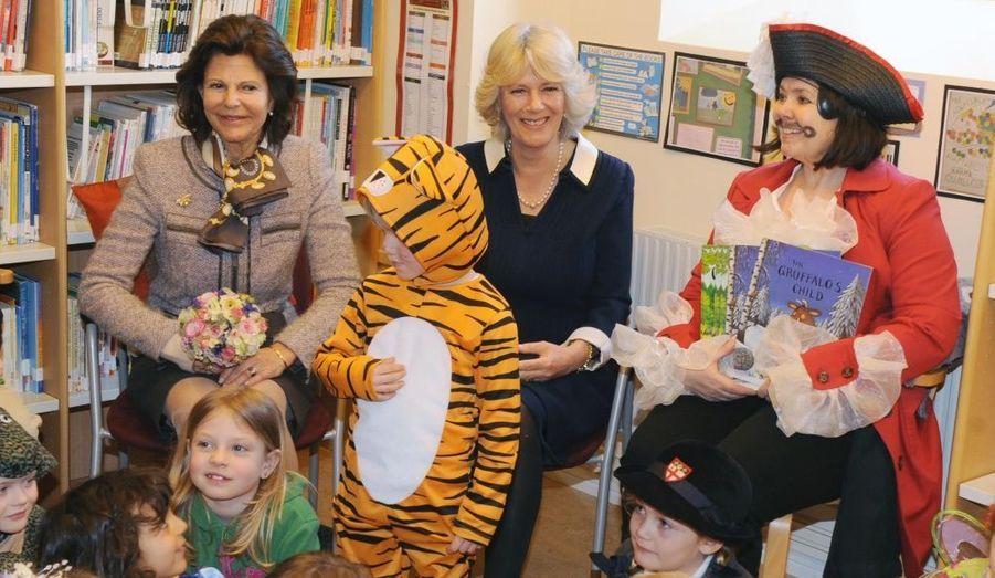 Visite à l'école pour Silvia et Camilla