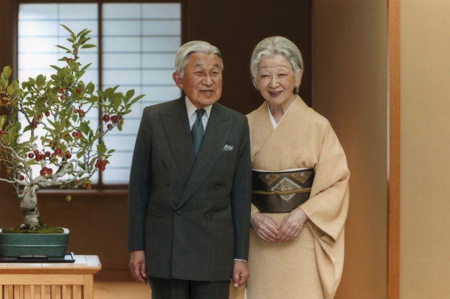 L'empereur Akihito et l'impératrice Michiko du Japon à Tokyo, le 29 septembre 2015