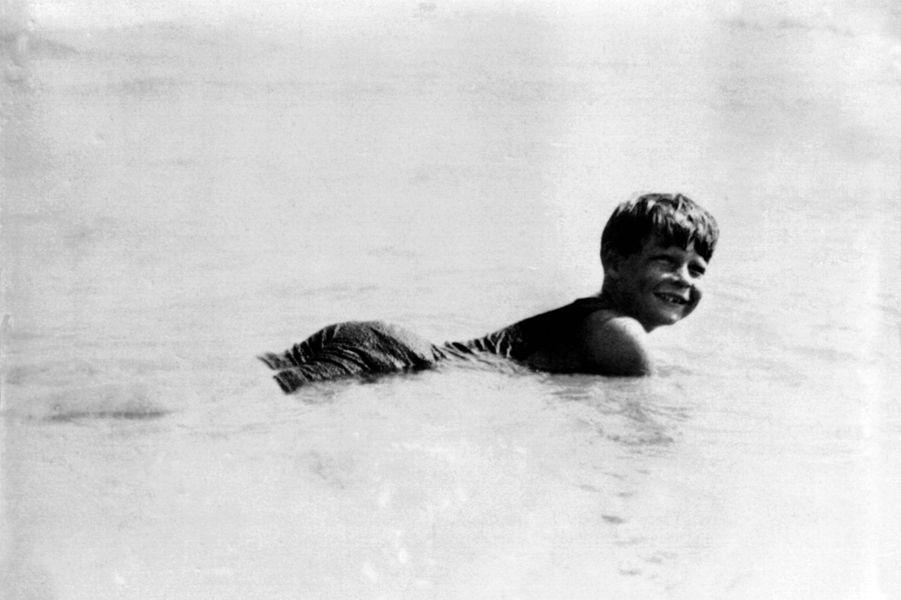 Le jeune roi Michel de Roumanie, en 1928 en Roumanie