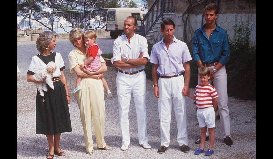 ¿Cuánto mide el Príncipe Carlos? / Prince Charles - Real height Aout-1987-devant-le-Palais-Marivent-de-Majorque