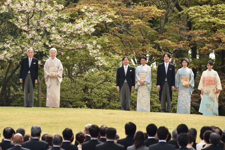 La famille impériale du Japon lors de la cérémonie du printemps à Tokyo, le 20 avril 2017