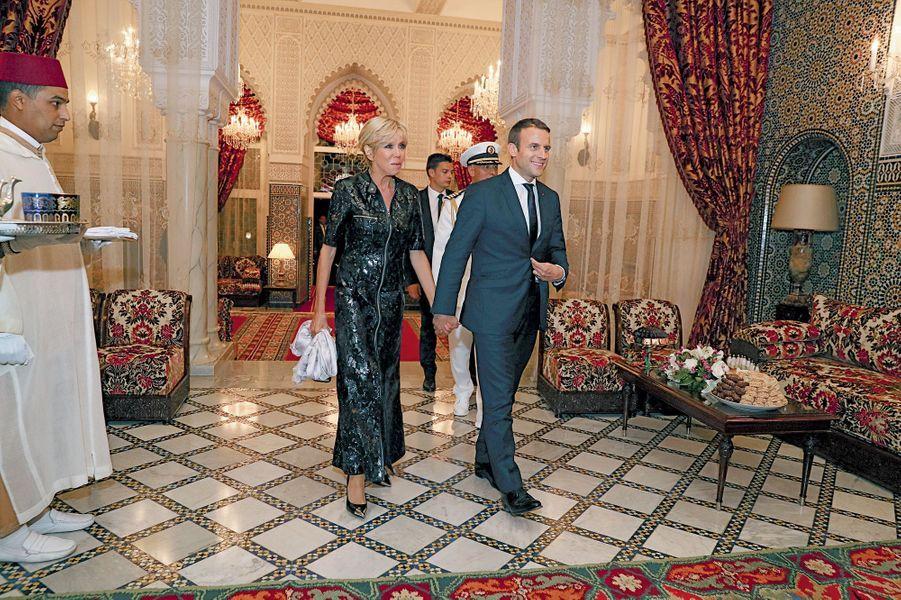 Le couple présidentiel arrive au dîner offert par le roi Mohammed VI, dans sa résidence privée, pour célébrer la rupture du jeûne.