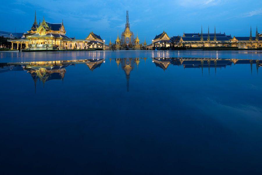 En Thaïlande, Un An Après La Mort Du Roi, Dernière Phase De Deuil Avant La Crémation 3