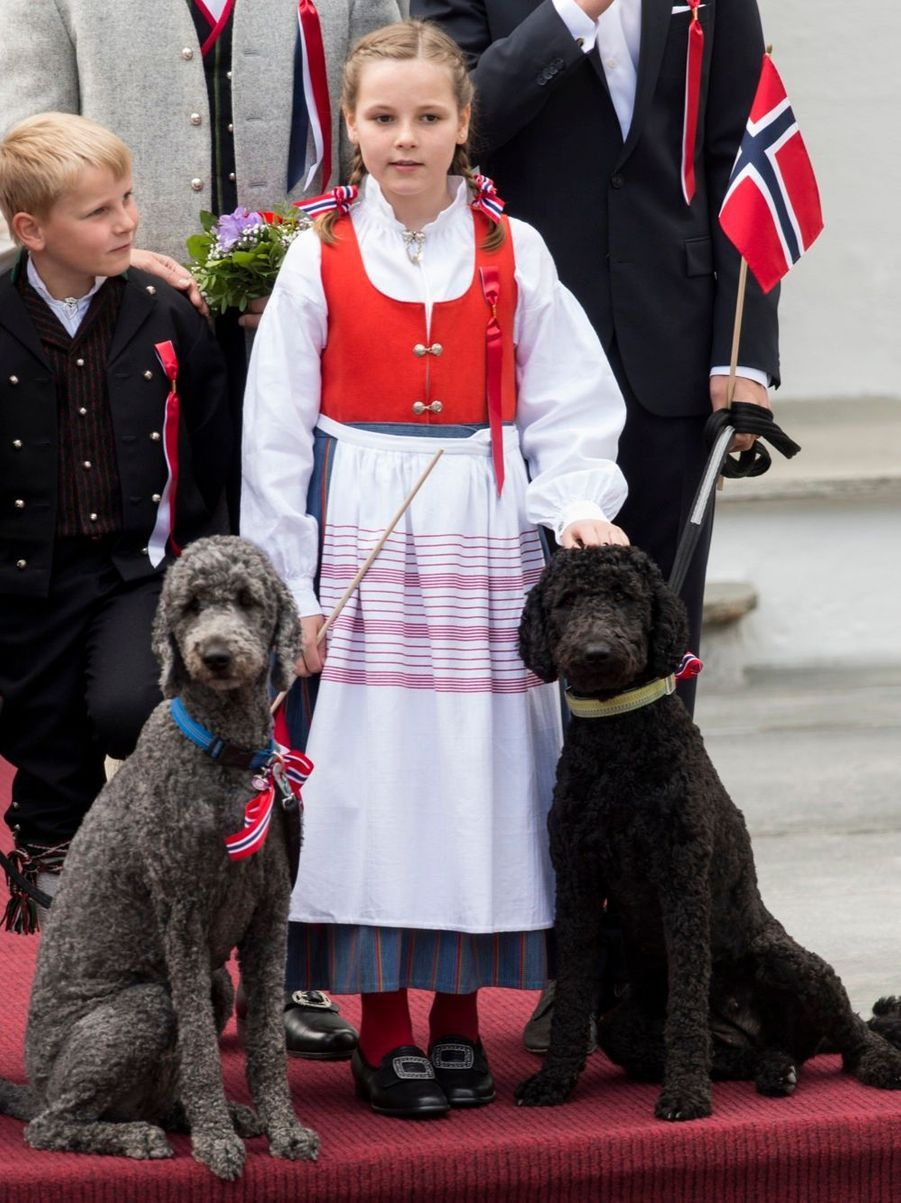 Fête nationale en costume pour la famille de Norvège