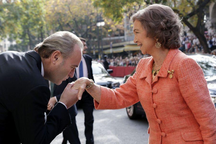 Sofia d'Espagne avec Alberto Fabra, le président du gouvernement régional de Valence, le 25 novembre 2014