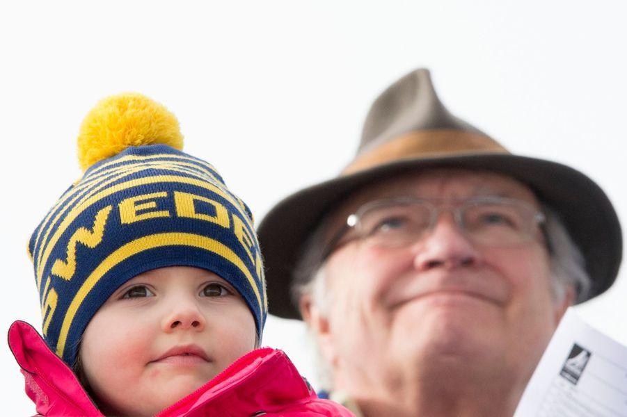 La princesse Estelle avec le roi Carl XVI Gustaf à Falun, le 17 février 2015