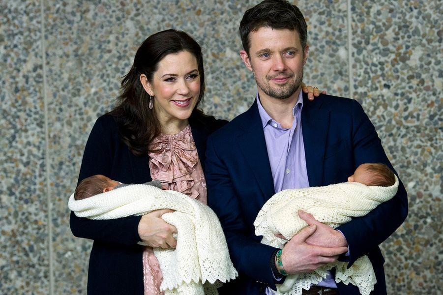 Joséphine et Vincent avec leurs parents, en janvier 2011