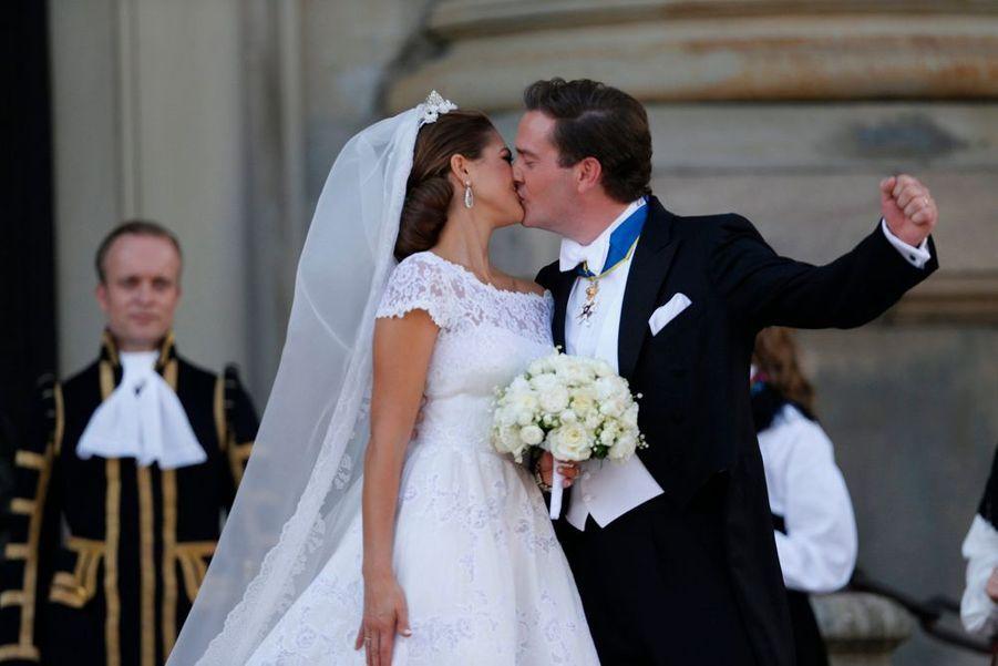Ce samedi, la Suède a célébré l'union de la princesse Madeleine et son fiancé, Chris O'Neill, au Palais royal de Stockholm. Tout le gratin de la royauté a participé à l'événement, et par chance, la météo était clémente avec l'heureux couple.