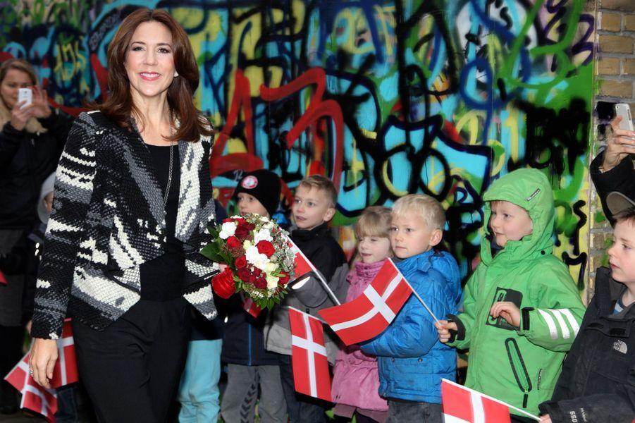 La princesse Mary de Danemark dans une école à Copenhague pour la Journée internationale des droits de l'enfant, le 20 novembre 2014