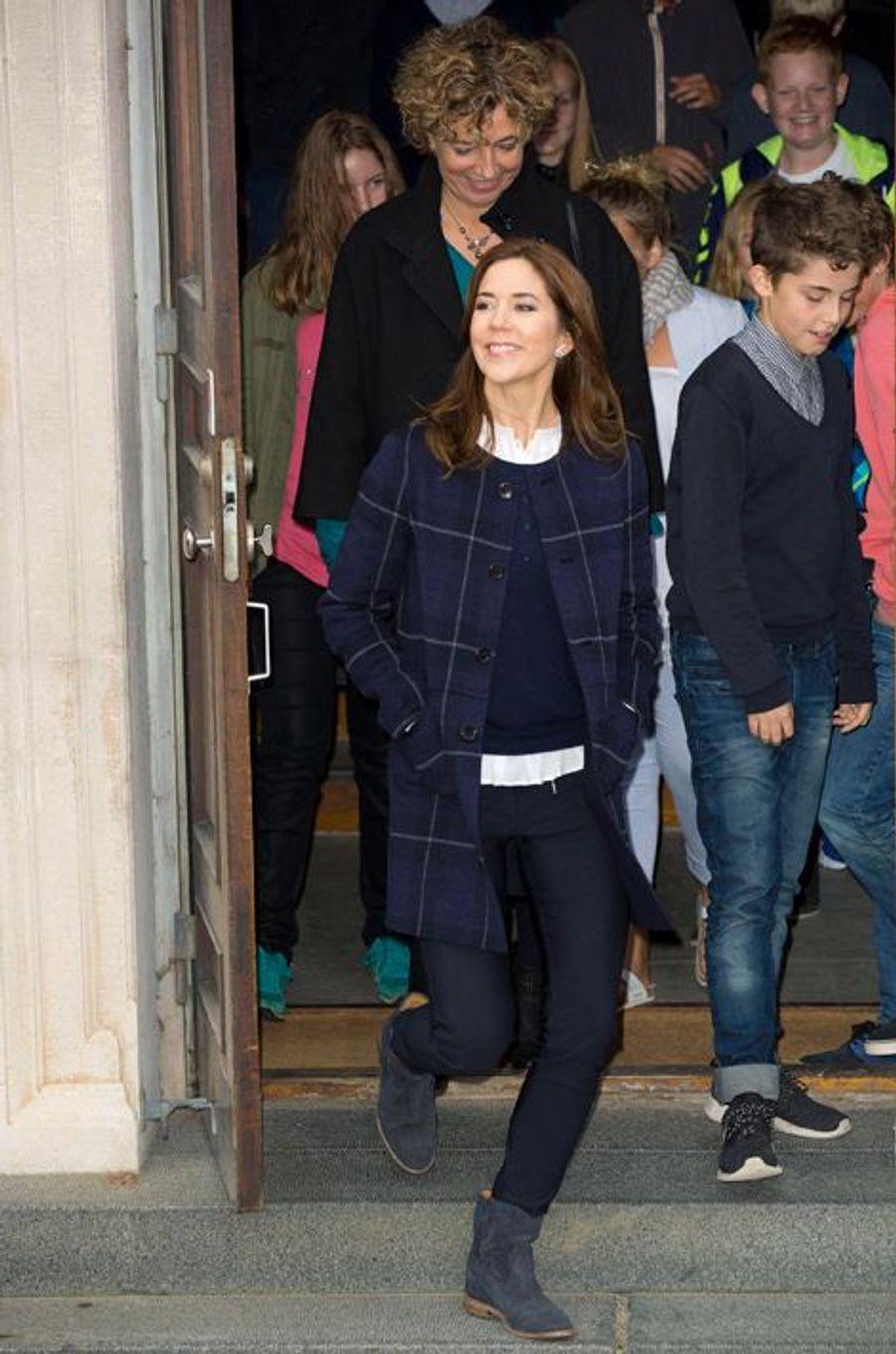 La princesse Mary de Danemark à Naevsted pour les 200 ans de l'école obligatoire, le 6 octobre 2014