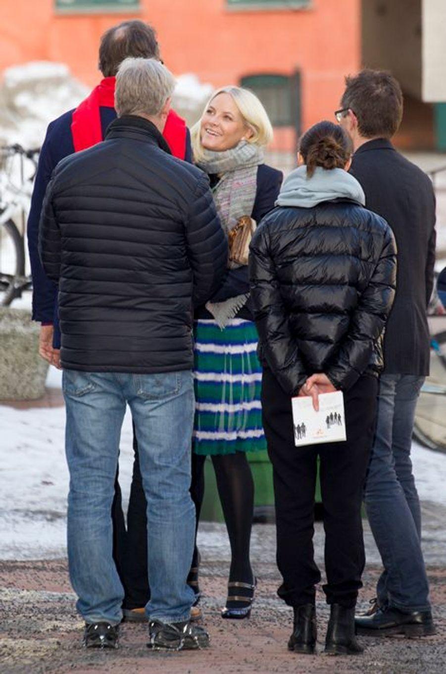 La princesse Mette-Marit visite un centre d'accueil pour personnes défavorisées à Oslo, le 3 février 2015