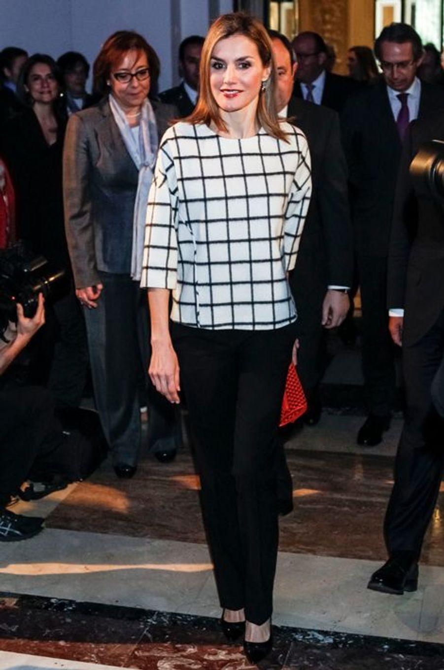 La reine Letizia célèbre les 10 ans de la Fundéu à Madrid, le 18 février 2015