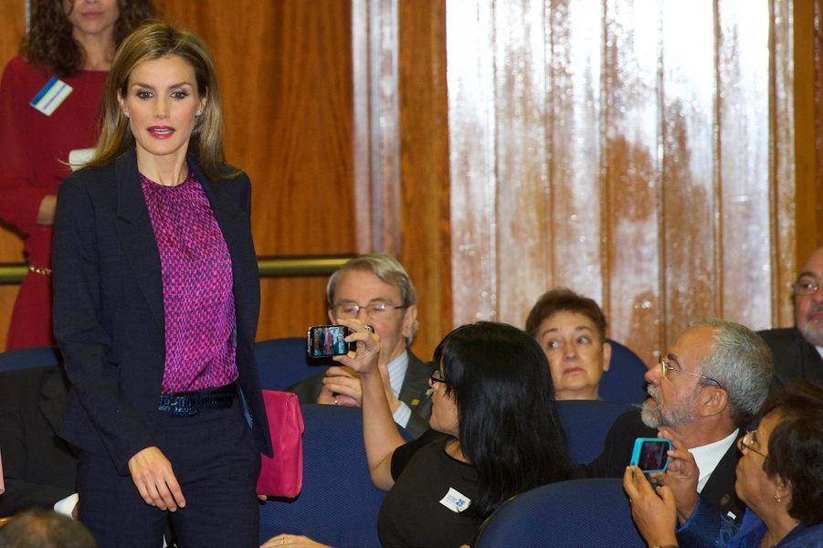 La reine Letizia d'Espagne préside le 25ème anniversaire de l'Organisation nationale de transplantation à Madrid, le 22 octobre 2014