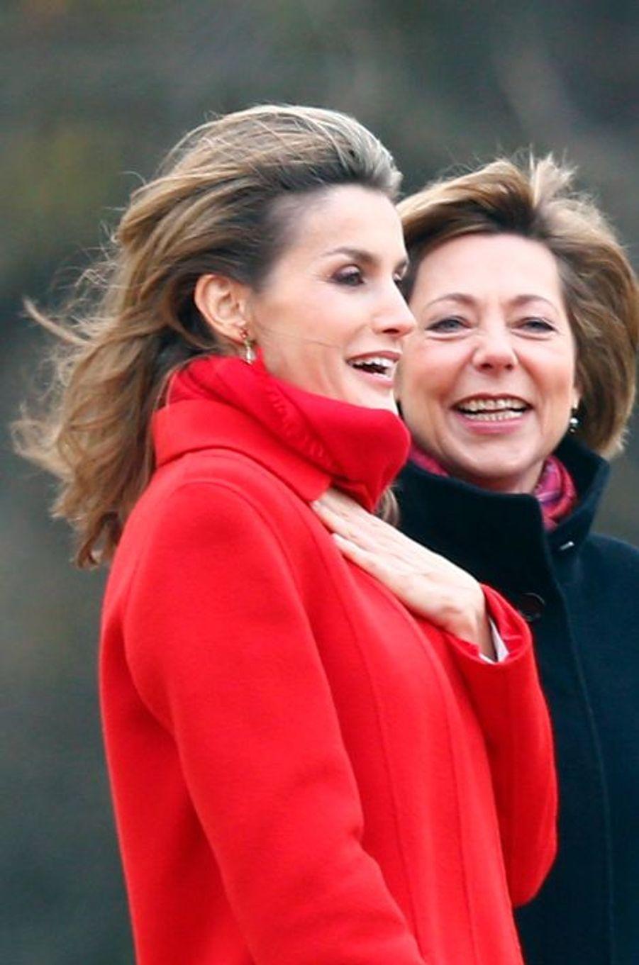 Le reine Letizia d'Espagne et la première dame d'Allemagne Daniela Schadt, à Berlin, le 1er décembre 2014