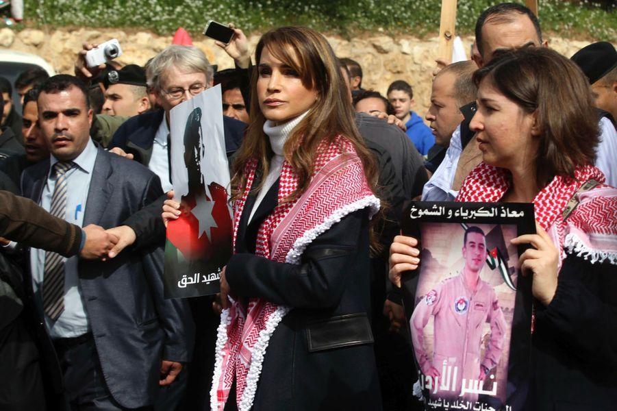 4 La Reine Rania De Jordanie Défile En Mémoire Du Pilote Maaz Al Kassasbeh, Brulé Vif Par Daech