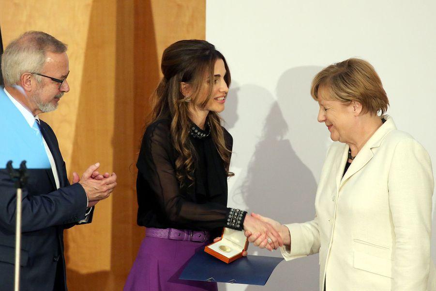 La reine Rania de Jordanie avec Angela Merkel et Werner Hoyer à Berlin, le 17 septembre 2015