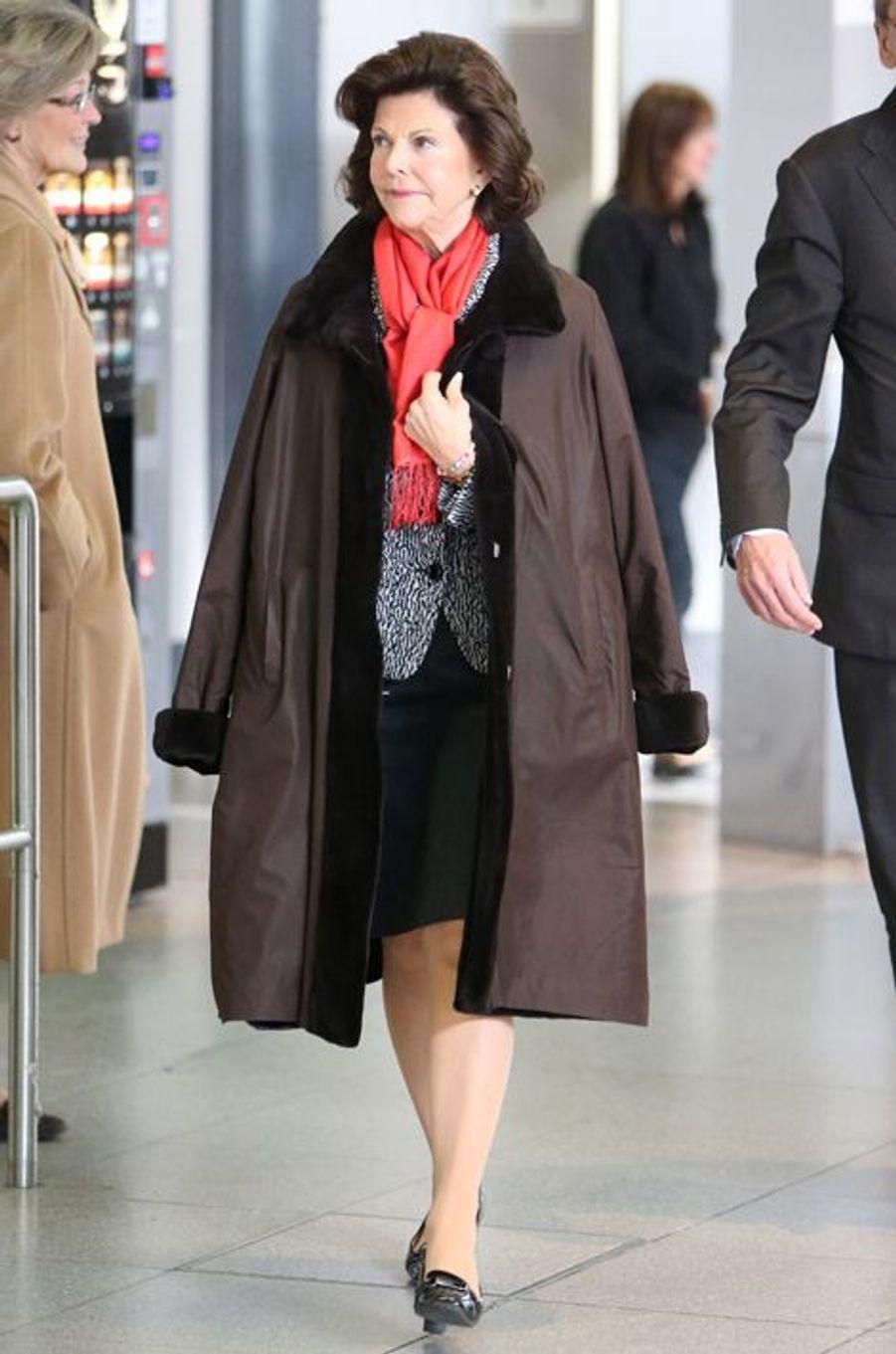 La reine Silvia de Suède arrive à Berlin, le 6 décembre 2014