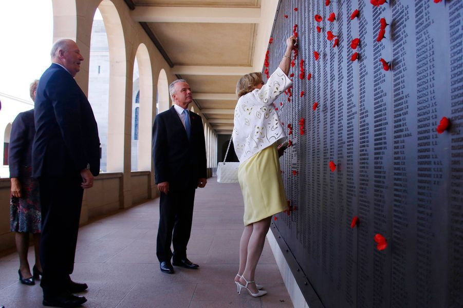 La reine Sonja et le roi Harald V de Norvège à l'Australian War Memorial à Canberra, le 23 février 2015