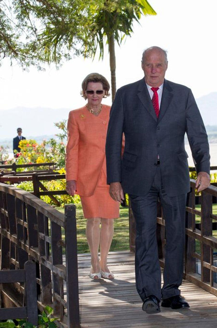 Le roi Harald V de Norvège et la reine Sonja à Bagan, le 3 décembre 2014
