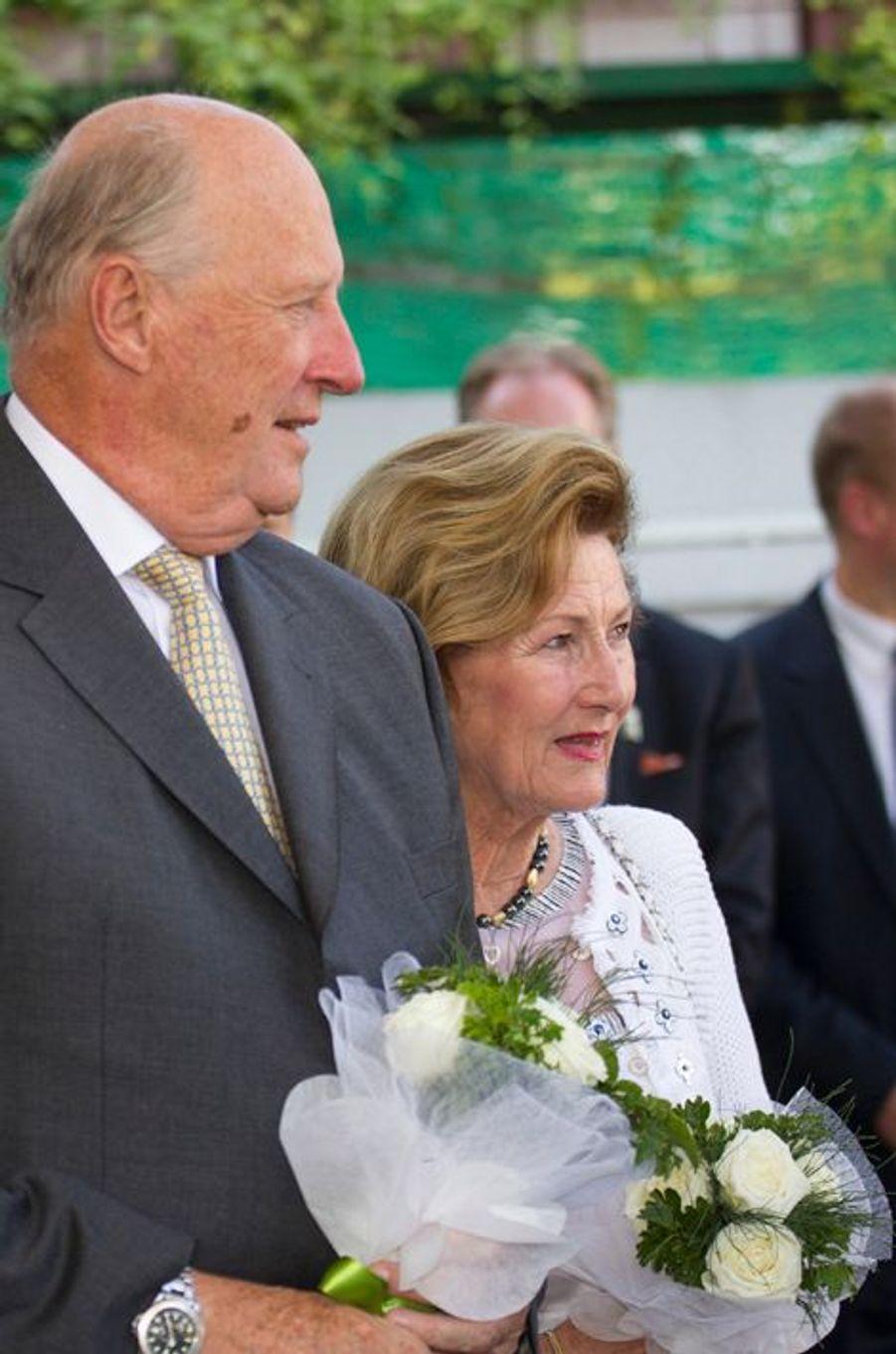 Le roi Harald V de Norvège et la reine Sonja à Yangon, le 2 décembre 2014