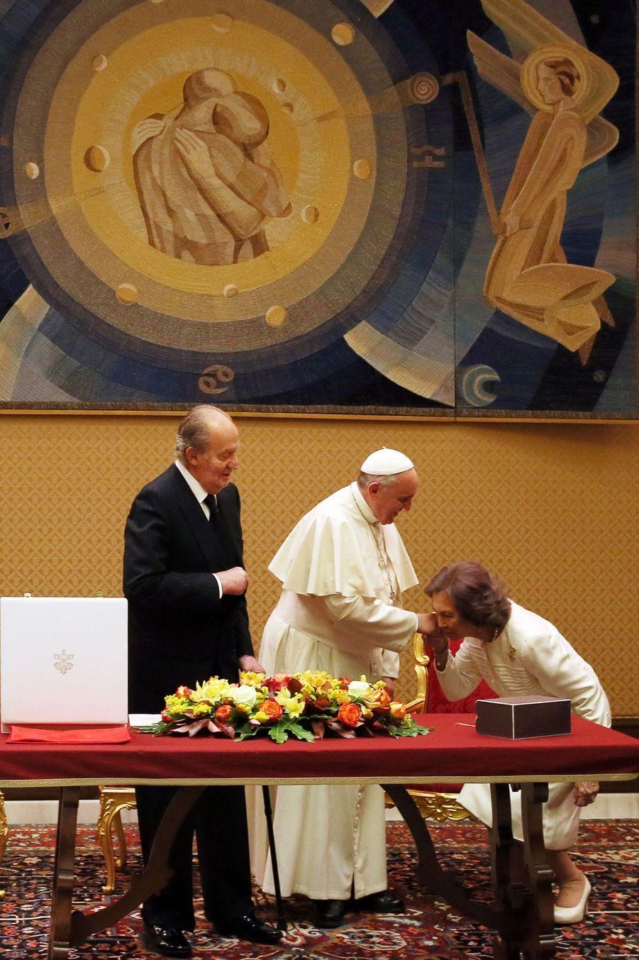 Le pape François reçoit Juan Carlos et Sofia